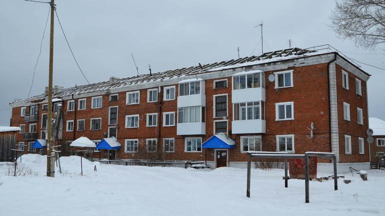 Начат ремонт крыши на доме по ул. 50 лет Октября, 11.